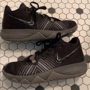 NIKE KYRIE Black Flytrap Sneakers Shoes Boys 4